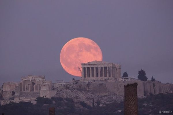 The Best Places in Athens to Enjoy the August Full Moon