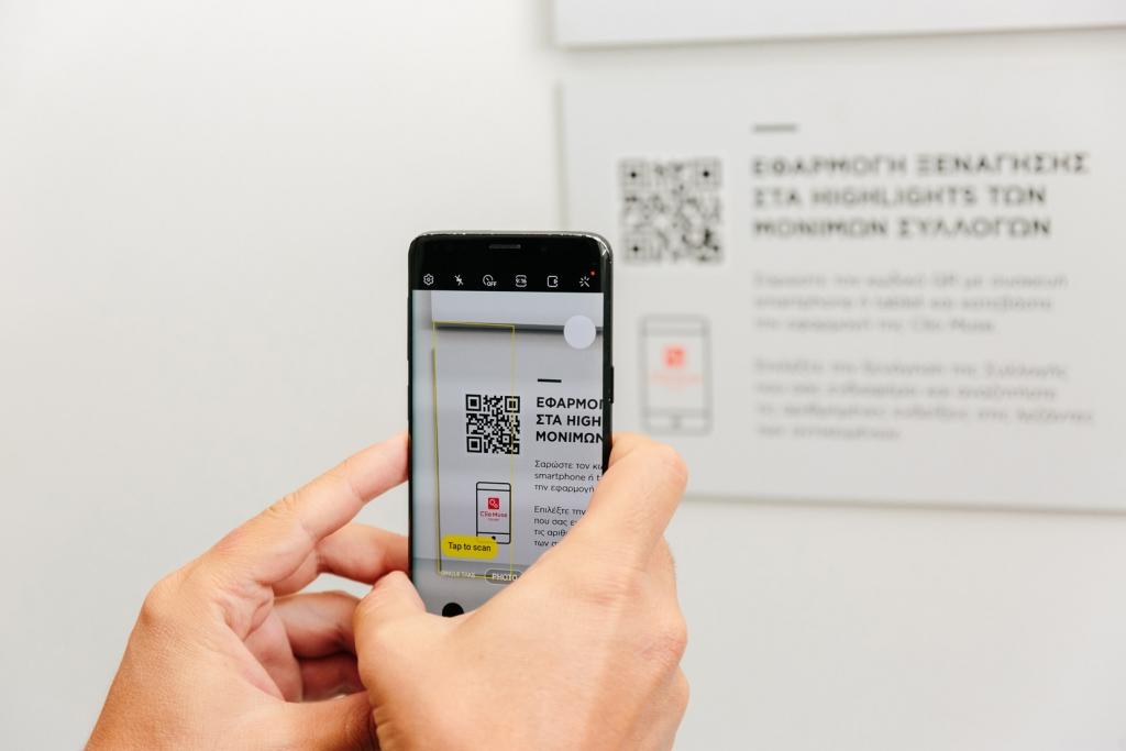 Museum of cycladic art tour scanning QR code